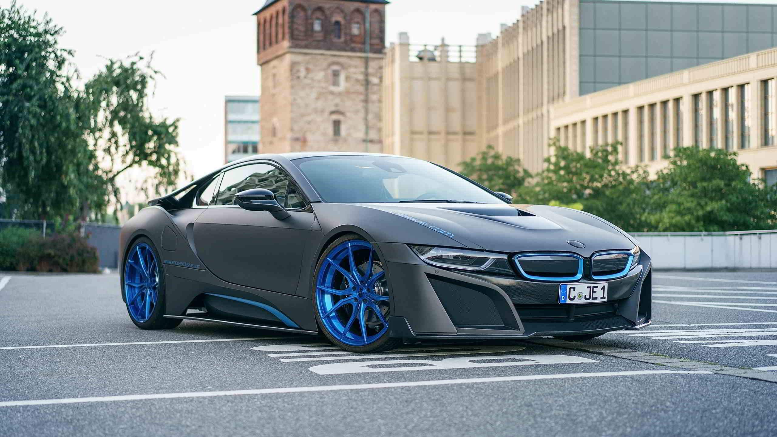blue and grey bmw i8 wallpaper